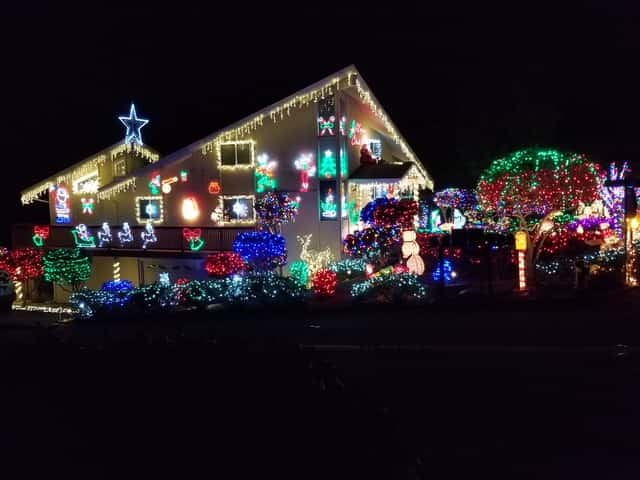 One Story House Christmas Lights.Who Owns These Holiday Houses Growing Up In Santa Cruz